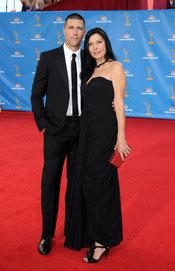 Matthew Fox y Margherita Ronchi en los Premios Emmy 2010