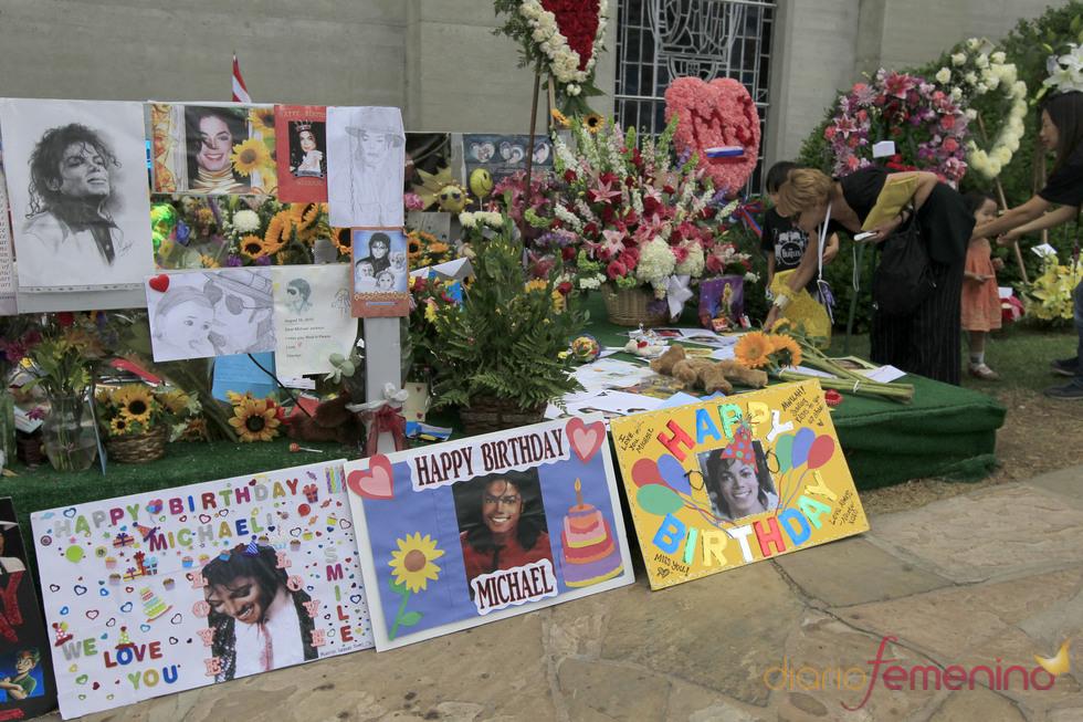 Homenaje a Michael Jacskon en su 52 cumpleaños