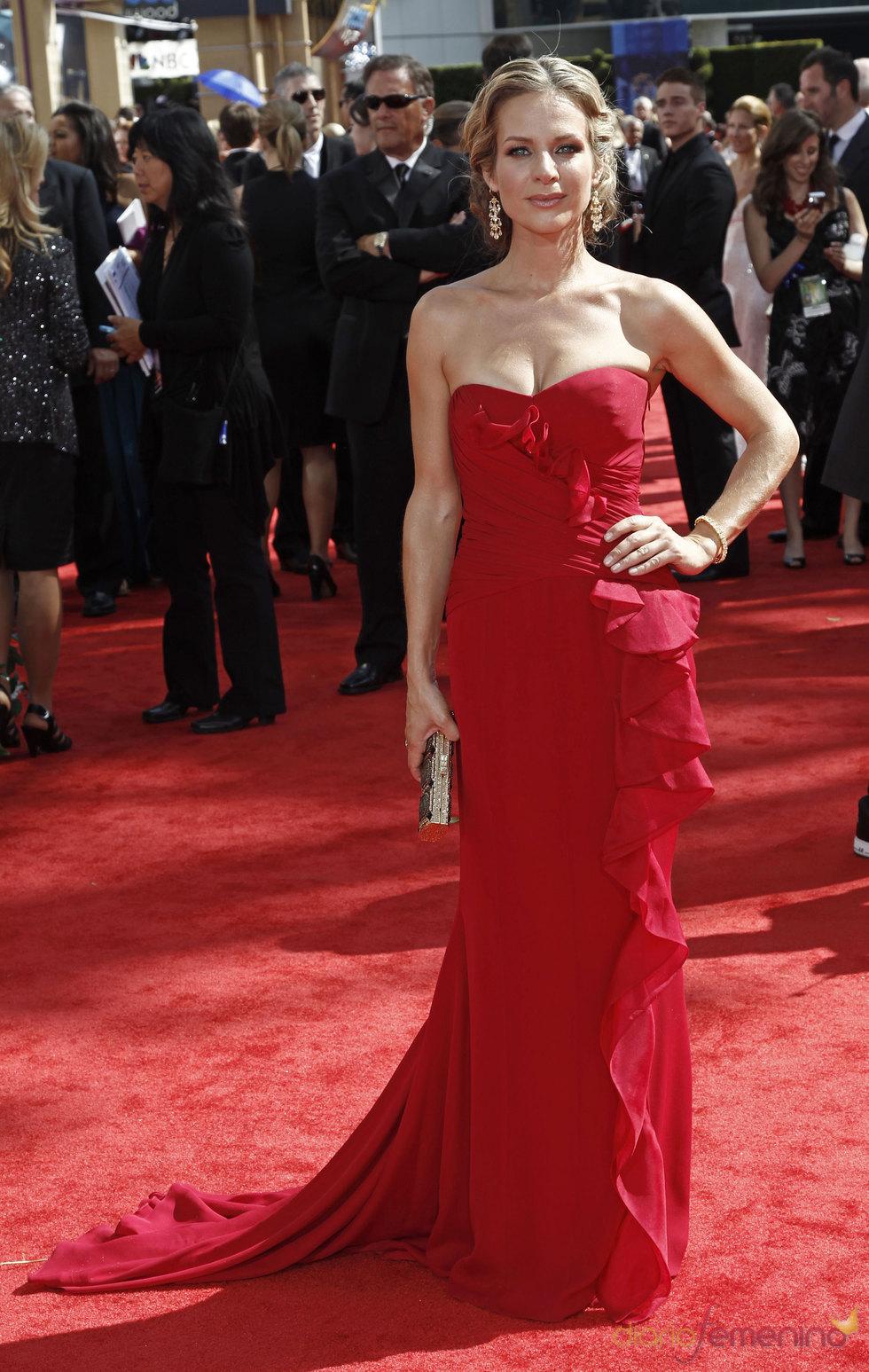 Jessalyn Gilsig de 'Glee' en los Premios Emmy 2010