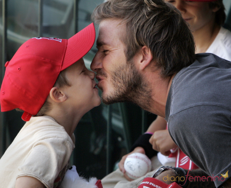 Beso de David Beckham y su hijo Cruz