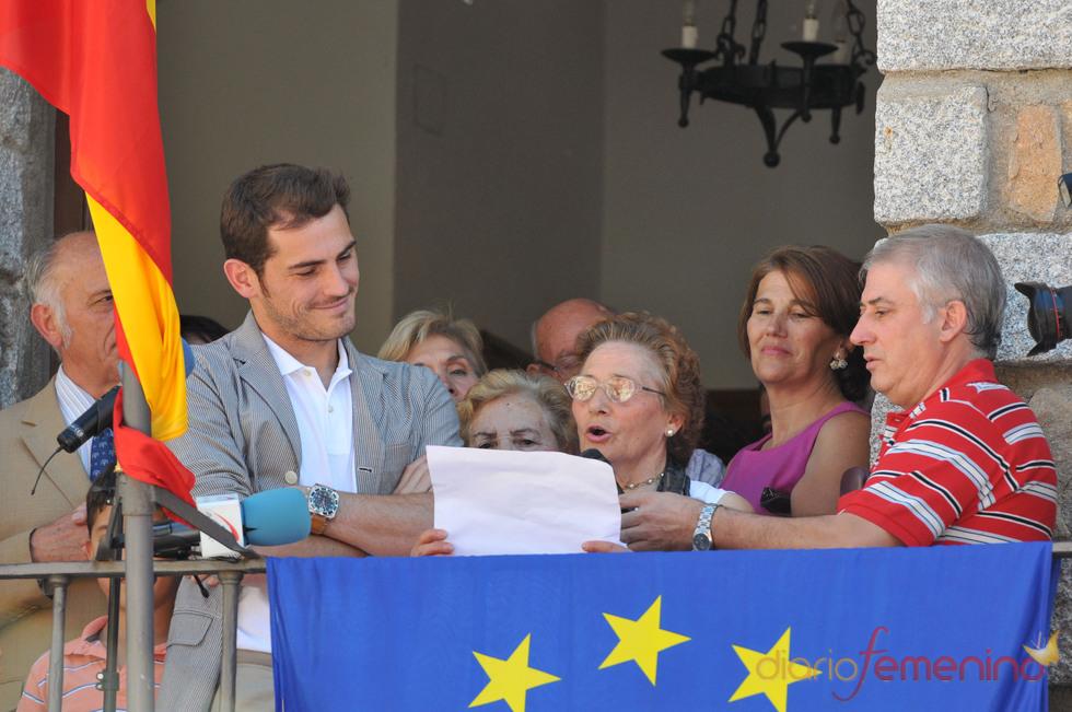 Iker Casillas en el balcón del ayuntamineto