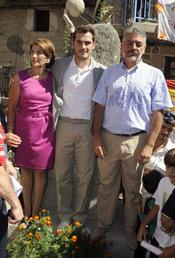 Iker Casillas posa con sus padres en Navalacruz