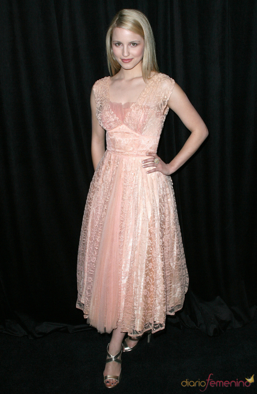 Dianna Agron con vestido rosa palo