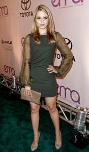 Dianna Agron con vestido ajustado verde