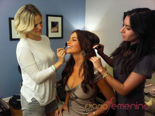 Sofía Vergara se maquilla para salir en la tele
