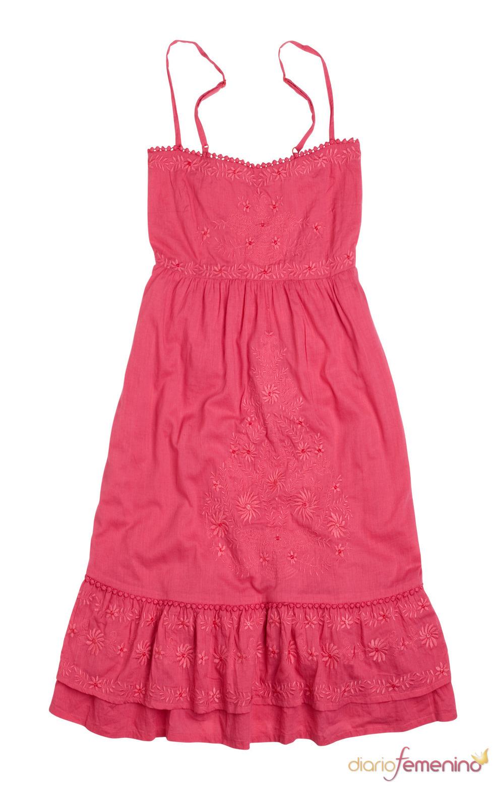 Vestido rojo con bordados