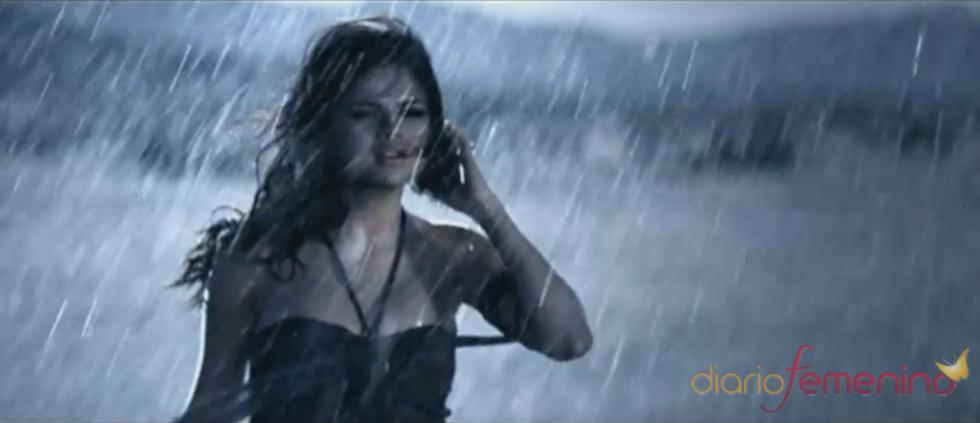 Selena Gomez en el videoclip de 'A Year Without Rain'