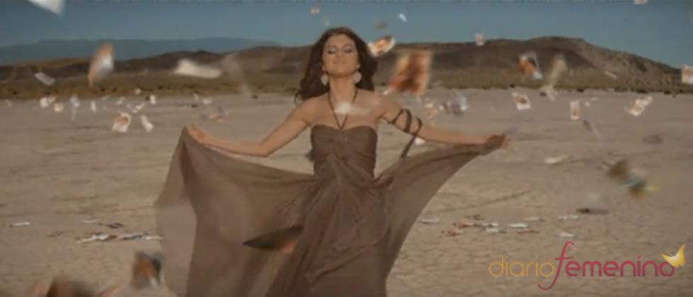 Selena Gomez baila en el desierto