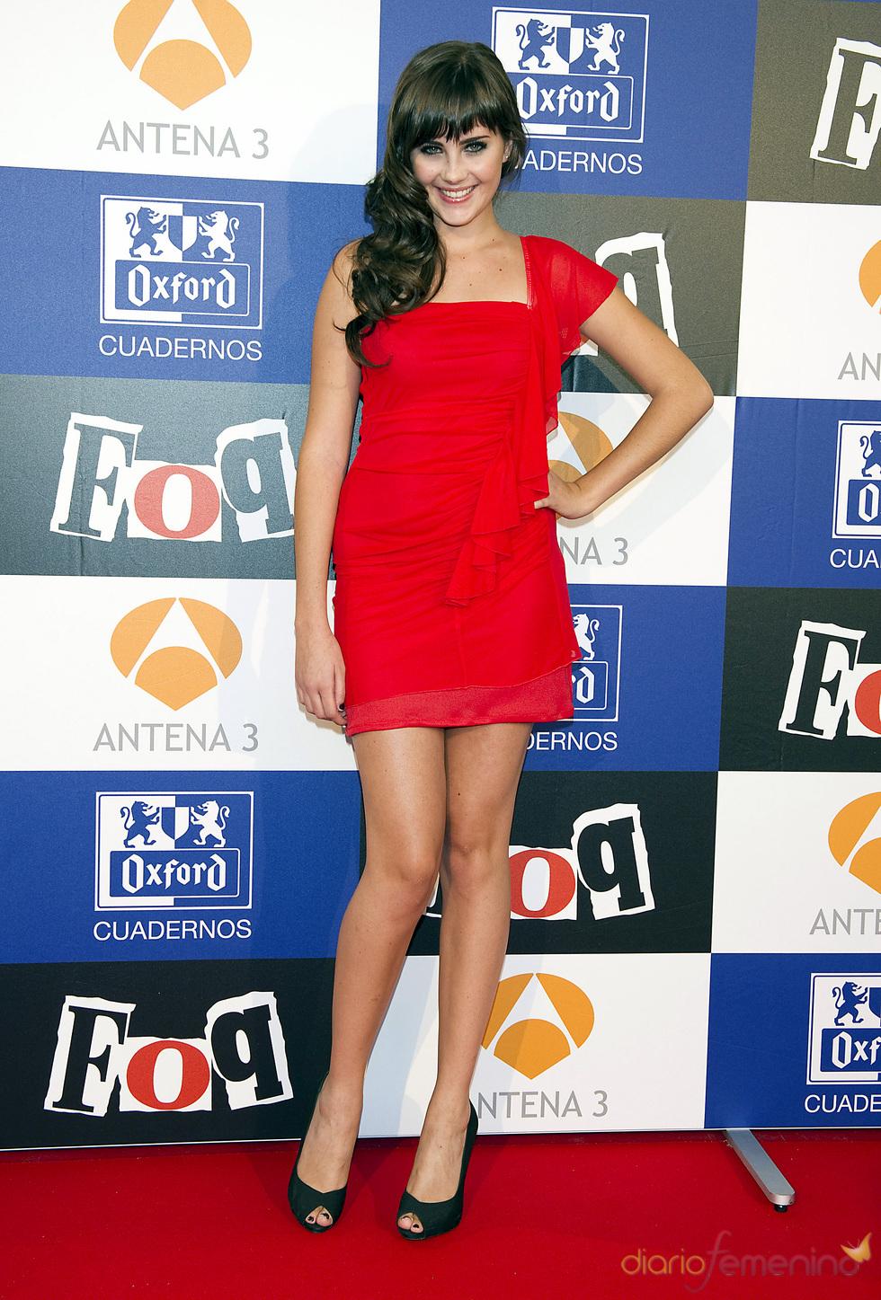 Lucía Ramos con vestido rojo