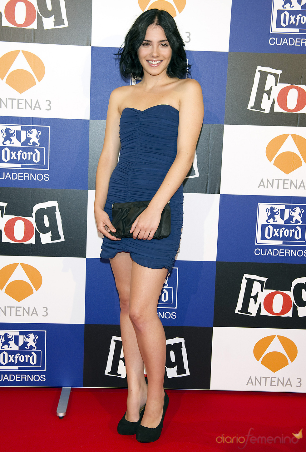 Andrea Duro con vestido azul