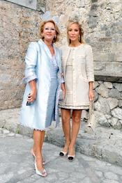 Carmen Lomana acude a la boda de su sobrina en Llanes