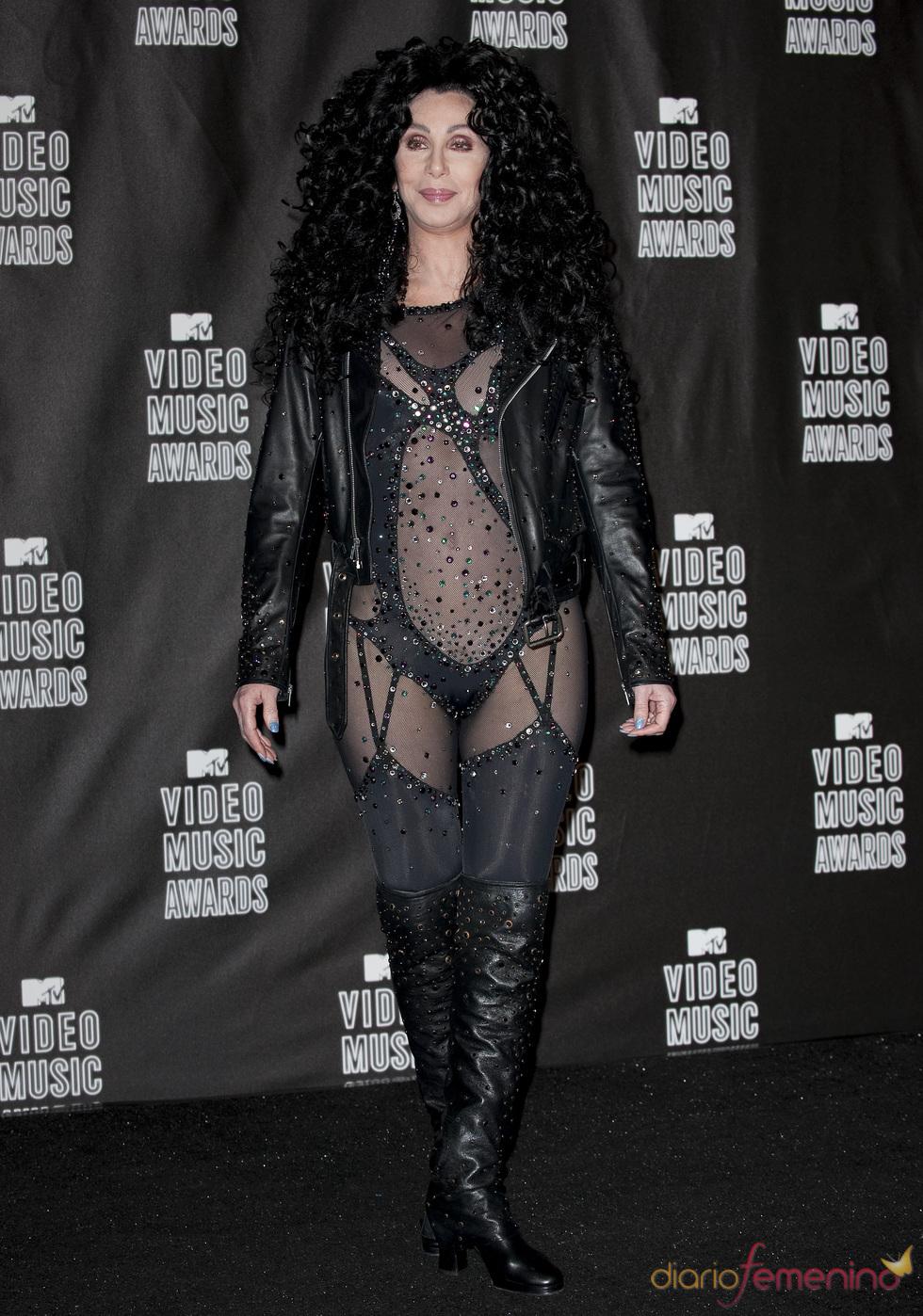 Una atrevida Cher en los MTV Video Music Awards 2010