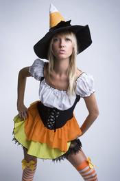 Se una brujita divertida durante Halloween