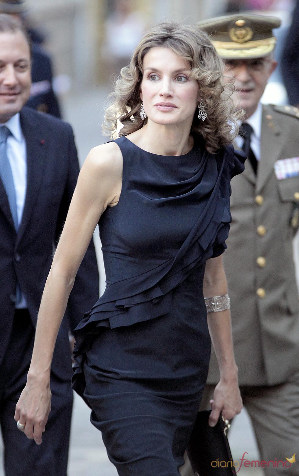Letizia con vestido negro