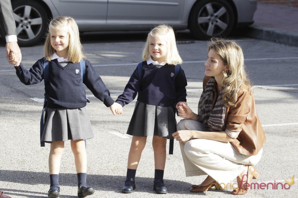 La princesa de Asturias posa con sus niñas el primer día de colegio