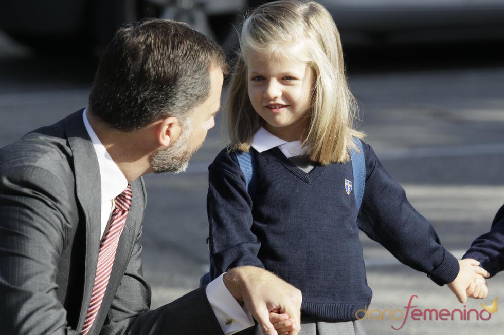 El príncipe Felipe despide a Leonor en la vuelta al cole