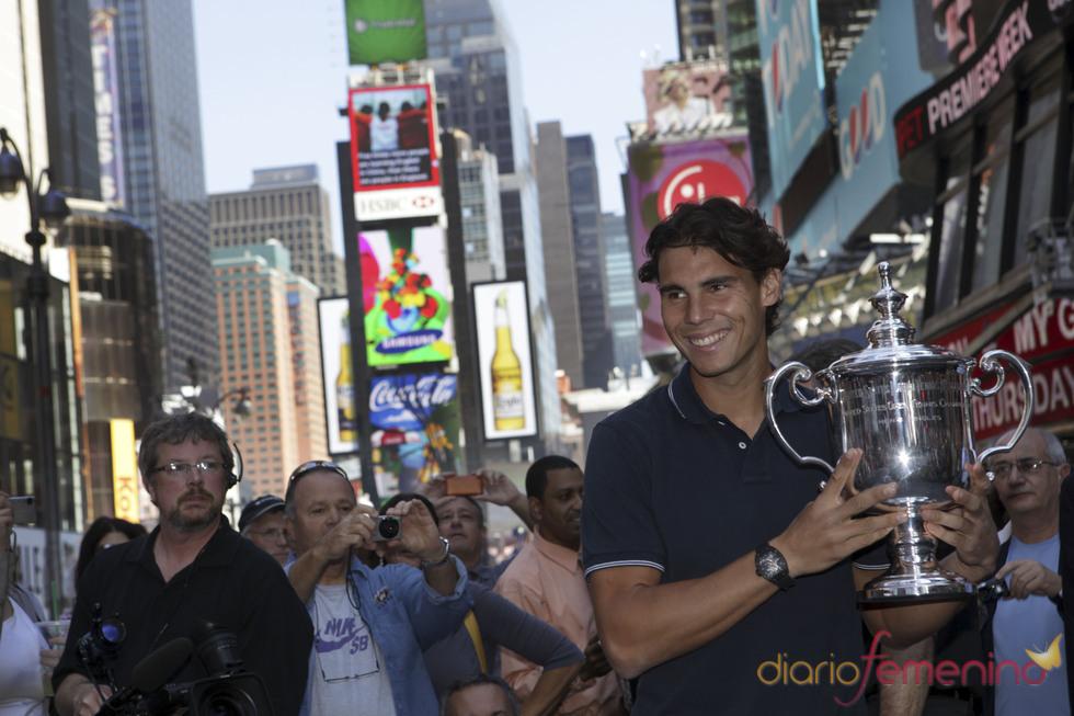 Rafa Nadal con la copa del Open USA en Nueva York