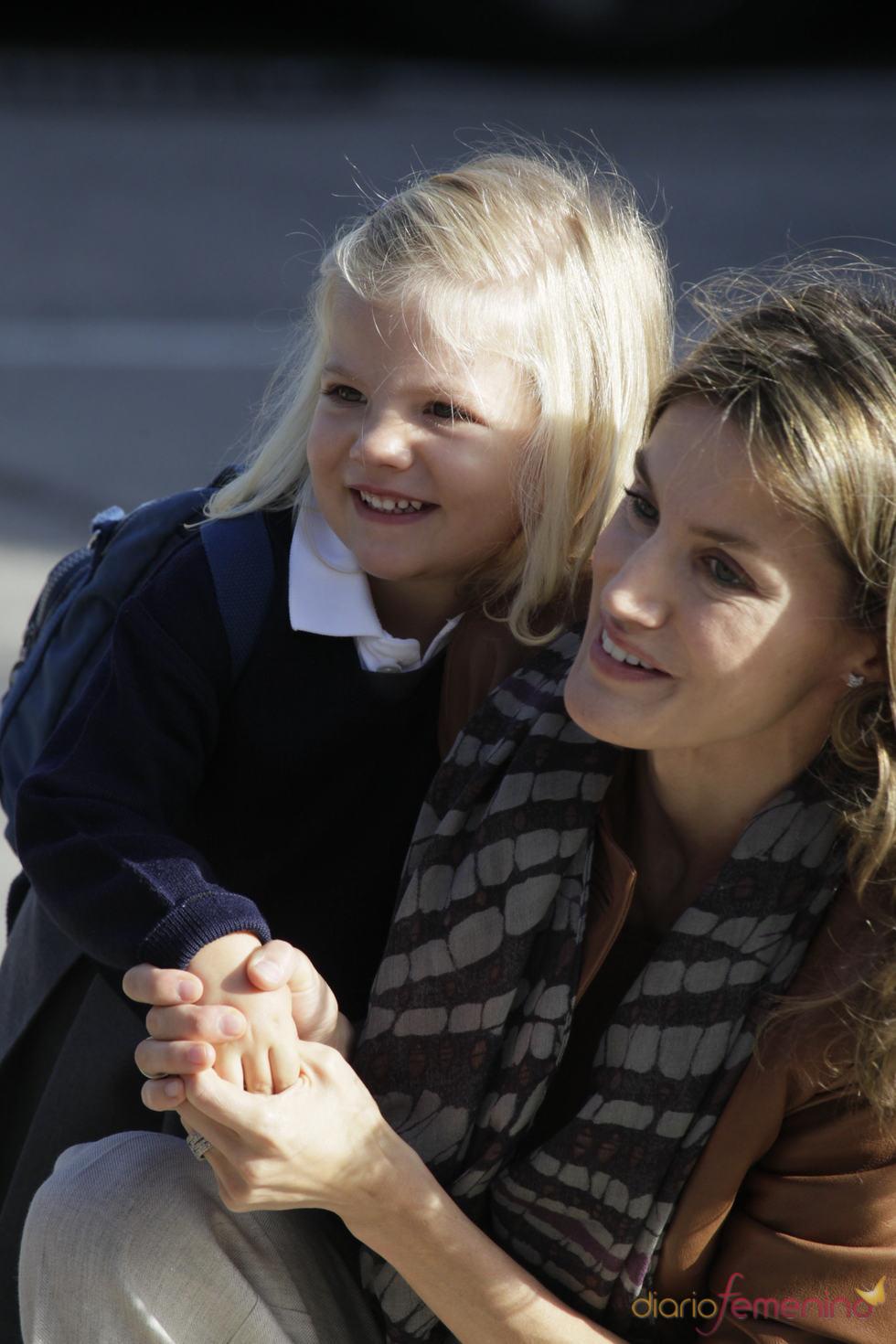 Posado oficial de la Princesa Letizia y la infanta Sofía durante su primer día de cole