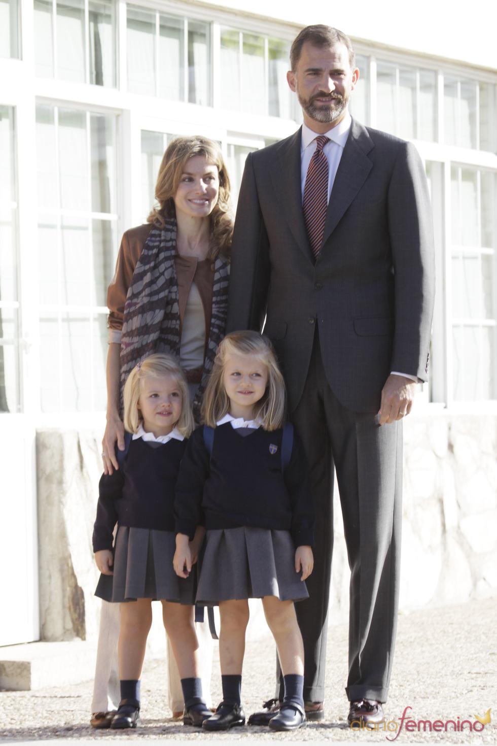 La familia de los príncipes de Asturias acuden juntos al primer día de vuelta al colegio