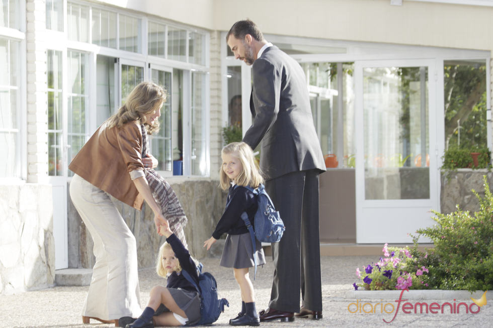 La infanta Sofía sufre una caída en su primer día en el colegio