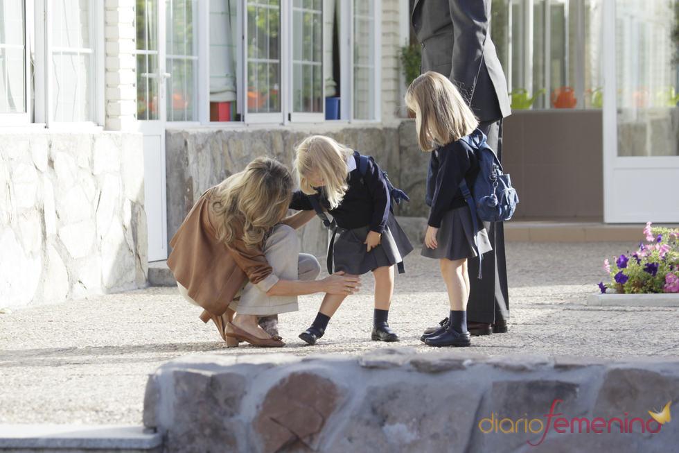 La princesa de Asturias comprueba que su hija no tiene ninguna herida tras la caída