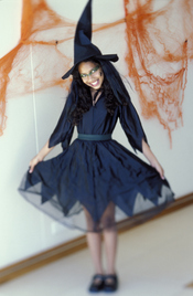 Total black para la bruja más terrorífica de Halloween
