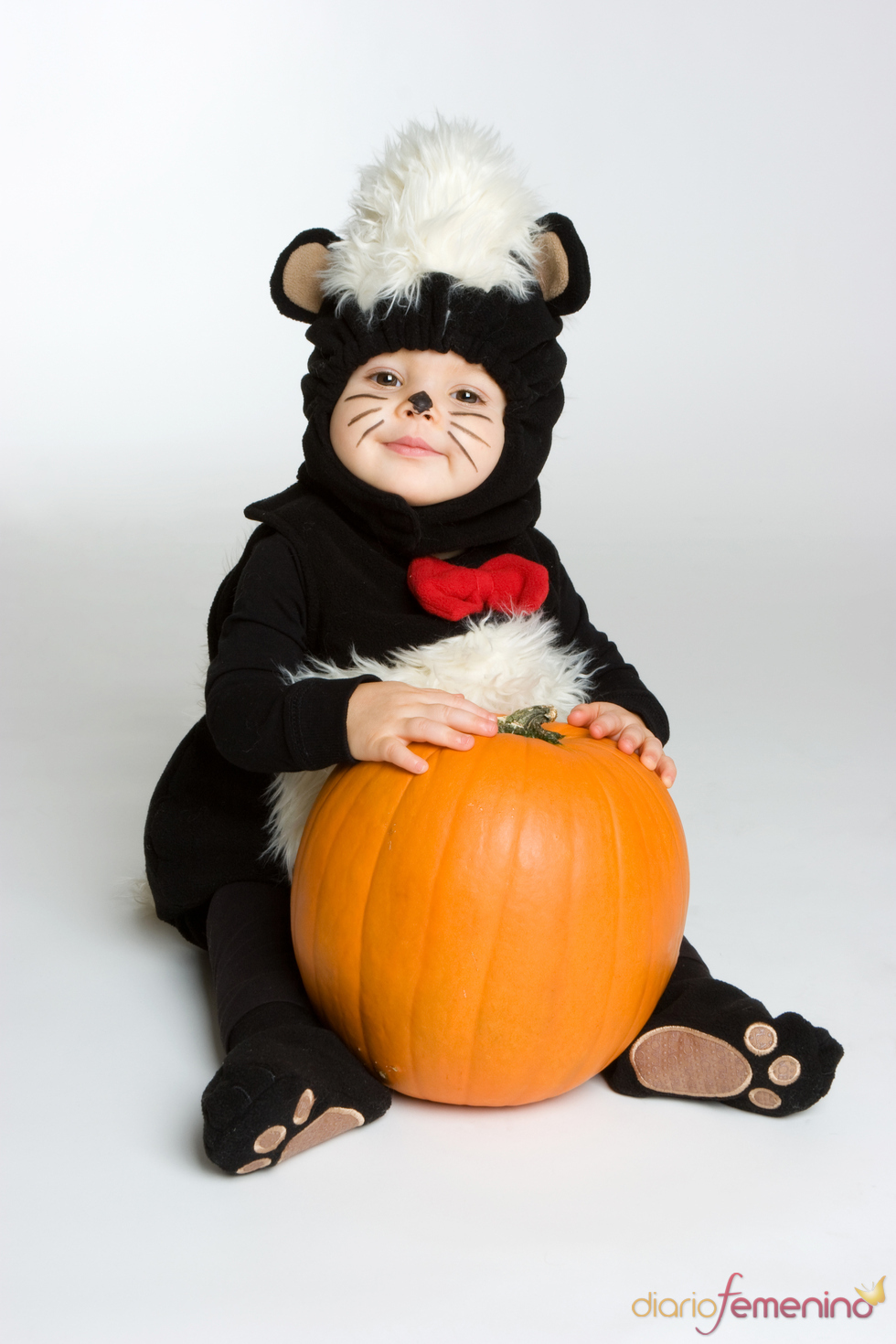 Tu bebé convertido en mofeta por Halloween