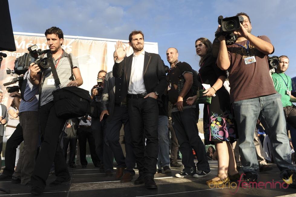 Iker Casillas, aclamado en Móstoles