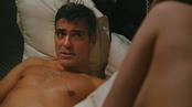 George Clooney con el torso al descubiertog