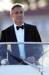 George Clooney con smoking