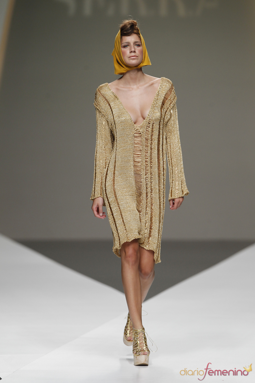 Vestido dorado de Cati Serra