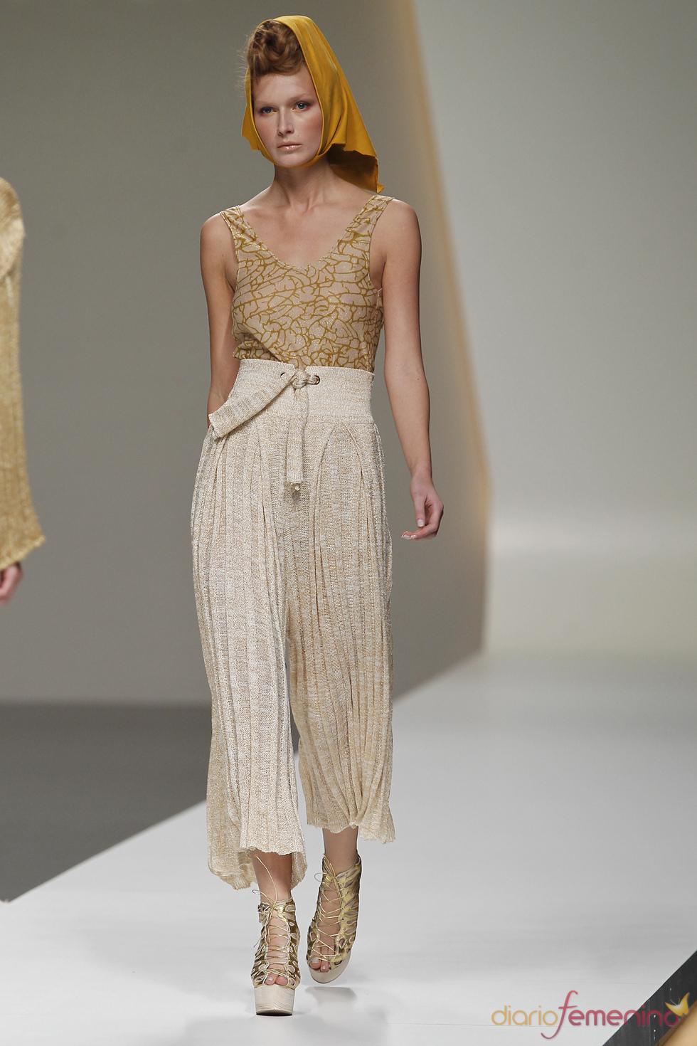 Modelo de Cati Serra para la primavera de 2011