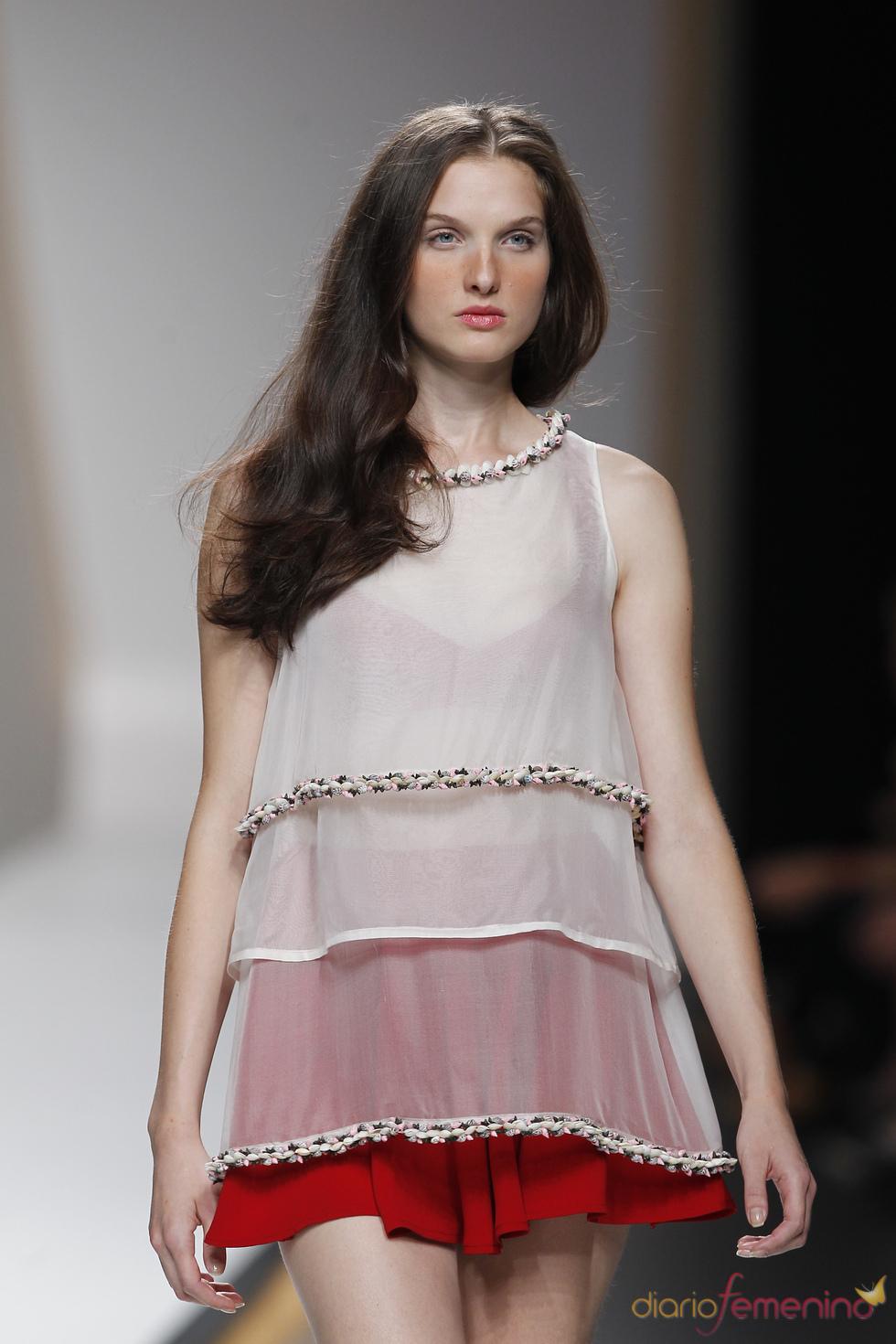 Camisa con transparencias de American Pérez durante la Madrid Fashion Week