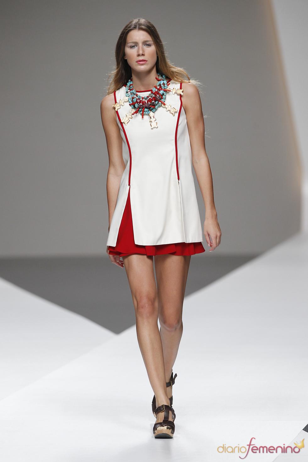 Vestidos blancos y rojos de American Pérez para la primavera verano de 2011