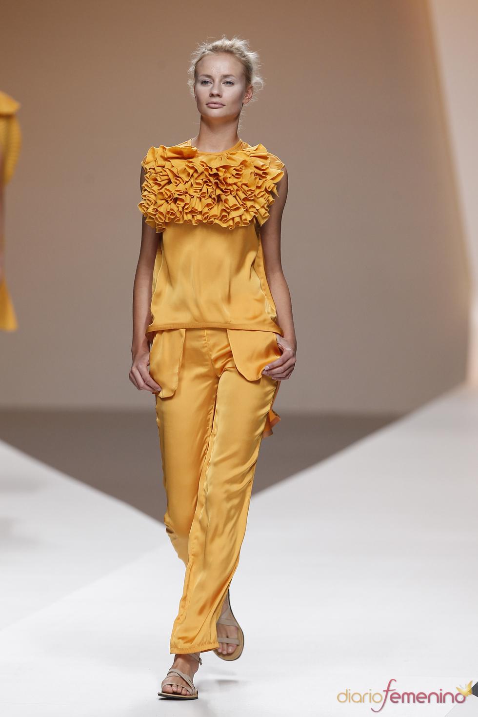 Diana Dorado decora sus escotes con abultados fruncidos en la Madrid Fashion Week
