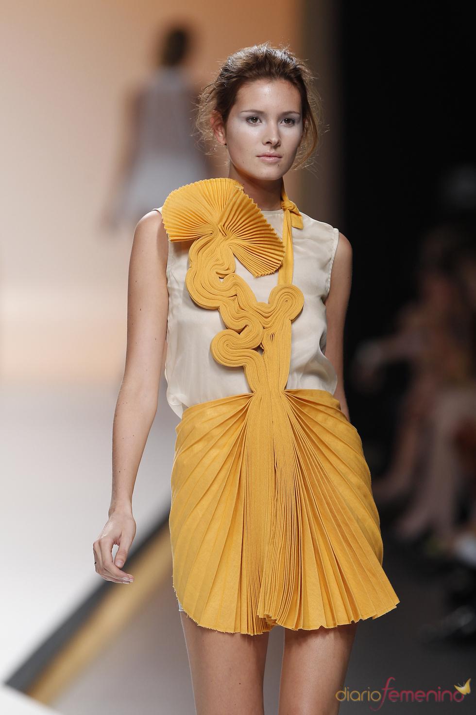Diana Dorado deslumbra con trabajadas faldas plisadas