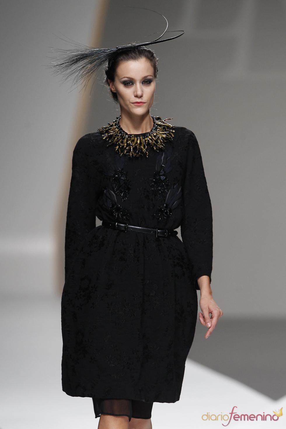 Lluis Corujo opta por grandes volúmenes en la Madrid Fashion Week