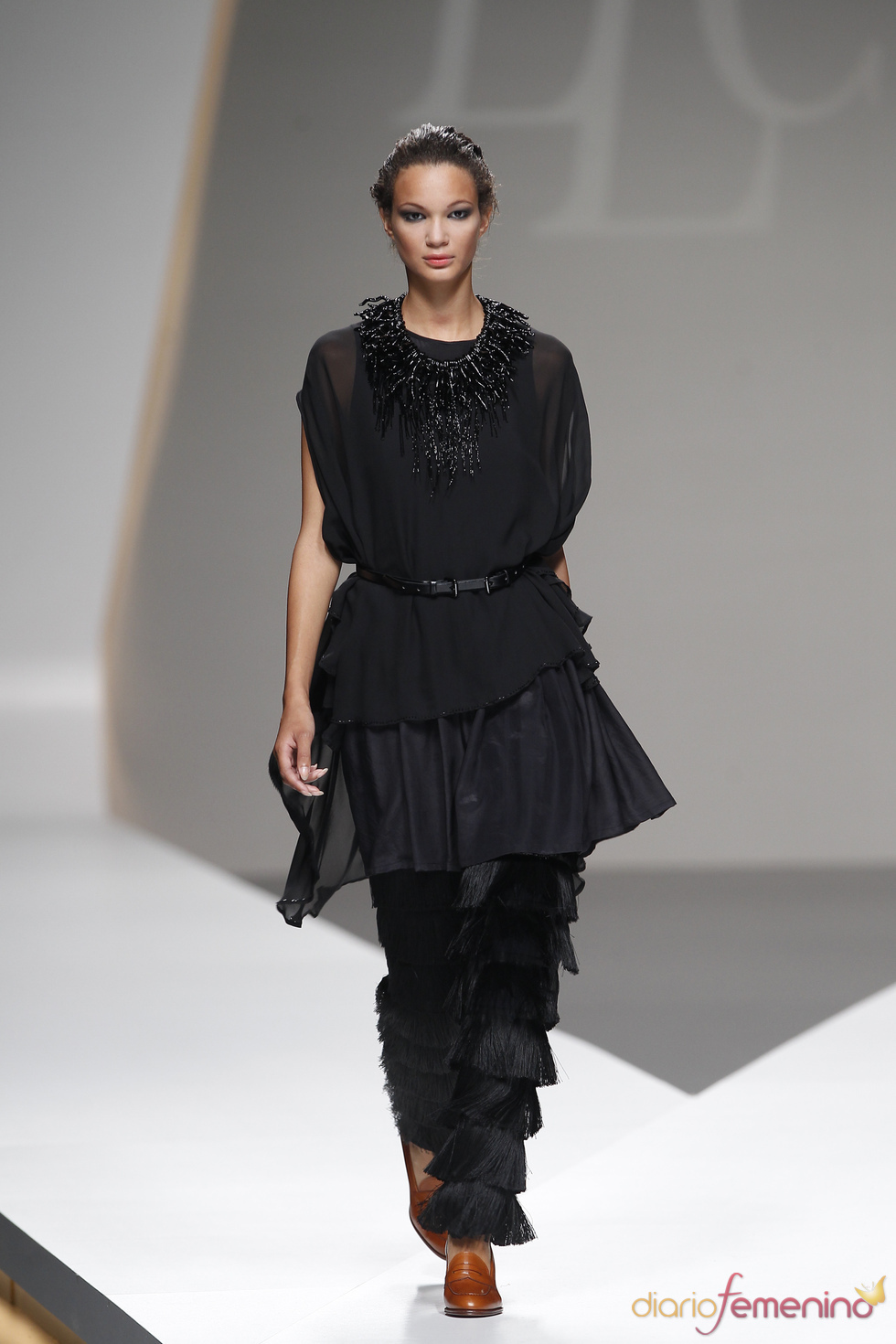 Pantalones con flecos de Lluis Corujo en la Madrid Fashion Week