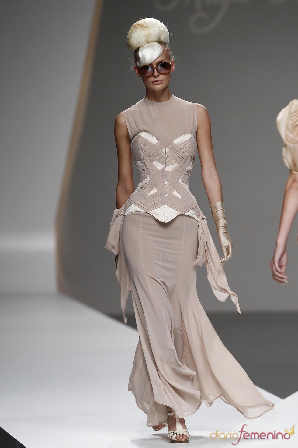 El drapeado toma forma en este corsé de Maya Hansen