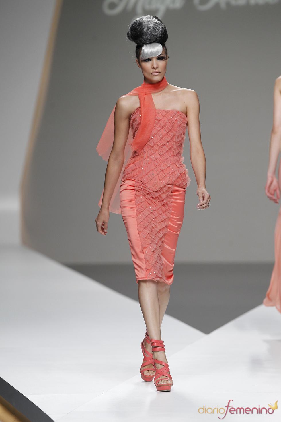 Pequeños volantes cubren el vestido firmado por Maya Hansen en la Madrid Fashion Week