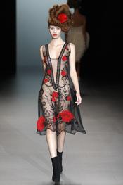 Un sensual vestido de Elisa Palomino en la Madrid Fashion Week