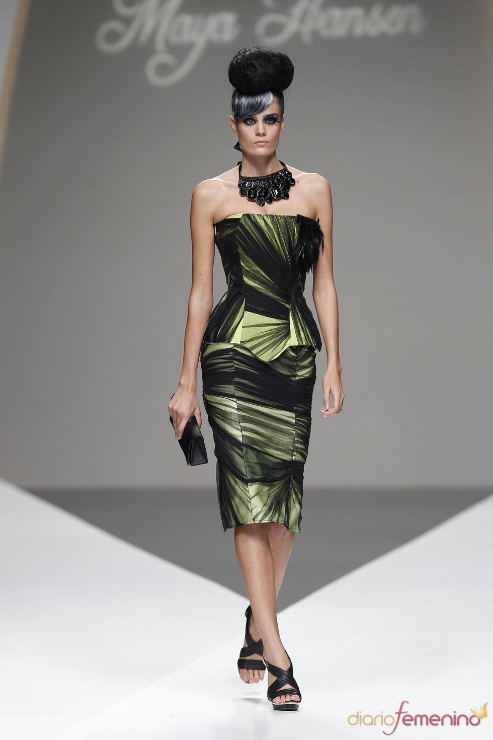 Maya Hansen convierte el corsé en un básico de la primavera verano de 2011