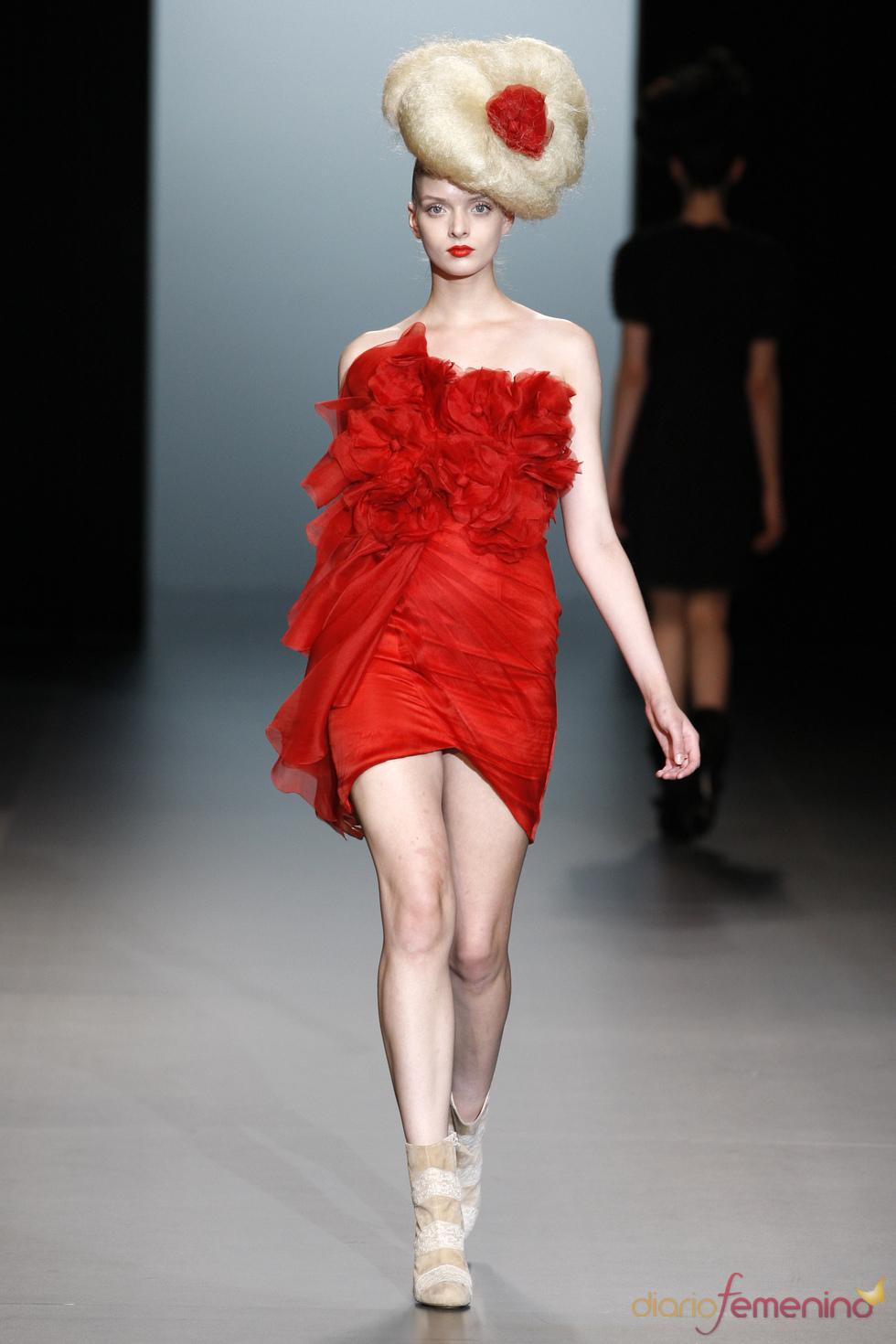 El rojo en la propuesta de Elisa Palomino para la moda primavera verano 2011