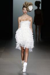 Noche en blanco según Elisa Palomino en Cibeles Madrid Fashion Week