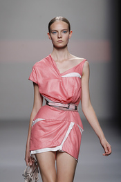 Pastelería de lujo, la moda de Ion Fiz en la Pasarela Cibeles
