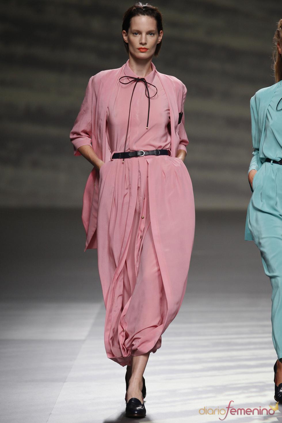 Martin Lamothe da volumen al vestido camisero en la Madrid Fashion Week