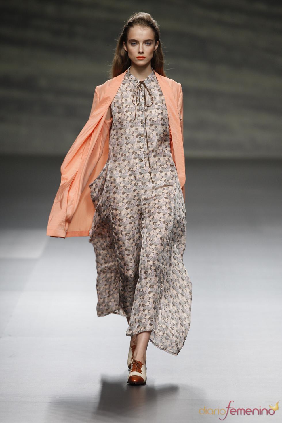Maxivestido con sutil transparencia de Martin Lamothe en la Madrid Fashion Week