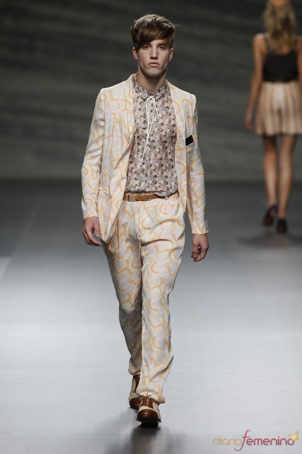 El estampado llega a los trajes de chaqueta de Martin Lamothe