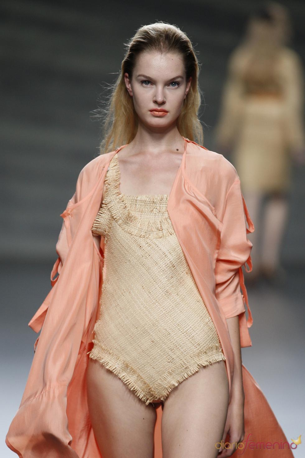 Bañador en rafia de Martin Lamothe en la Madrid Fashion Week