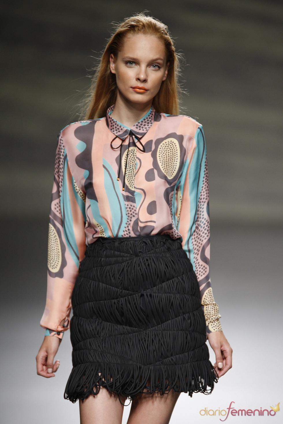 Ampliso estampados combinan con originales faldas en la Madrid Fashion Week